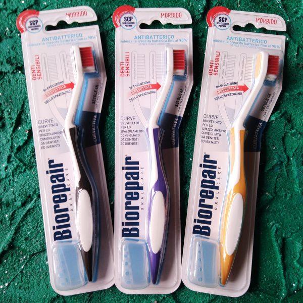 3 цвета Зубная щетка BioRepair CURVE мягкая